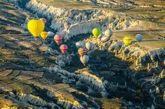 Горячий ландшафт утеса overv летания воздушного шара olcanic, Cappadocia Стоковая Фотография
