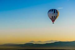 Горячий ландшафт утеса overv летания воздушного шара olcanic, Cappadocia Стоковые Изображения
