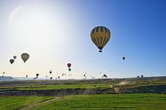 Горячий воздух раздувая в Kapadokia Турции Стоковое Изображение