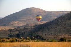 Горячий воздушный шар в национальном парке Pilanesberg стоковая фотография rf