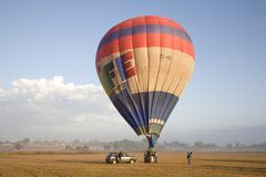 Горячий воздушный шар готовый для запускать стоковое фото rf
