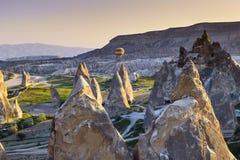 Горячий воздушный шар над Cappagocia в Турции Стоковая Фотография RF