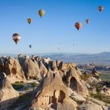Горячий воздух раздувая в Cappadocia, Турции стоковые изображения