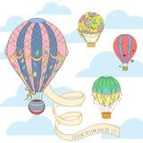 Горячий воздушный шар в карточке приглашения неба Стоковое Фото