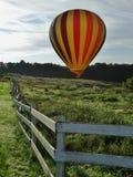 Горячий воздушный шар в поле Стоковые Изображения RF