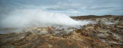 Горячий геотермический гейзер в Исландии стоковые изображения rf
