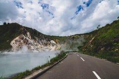 Горячий источник серы на озере Oyunuma, Noboribetsu Onsen, Хоккаидо, Стоковое фото RF