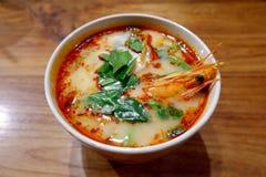 Горячий и кислый тайский суп с креветками Том Yum Goong стоковое фото rf