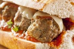 Горячий и домодельный пряный сандвич подводной лодки фрикадельки Стоковые Изображения