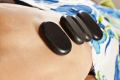 Горячий каменный массаж Стоковое Изображение RF