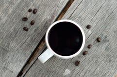 Горячий кофе на старой деревянной таблице Стоковое Изображение