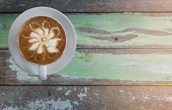 Горячий кофе на старом деревянном столе Стоковое Фото