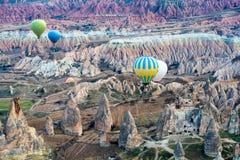 Горячий ландшафт Cappadocia воздушного шара стоковые фотографии rf