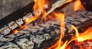 Горячий огонь, пламена в печи, абстрактной предпосылке пламен Стоковые Фотографии RF