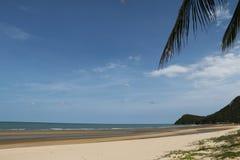 Горячий пляж солнечного дня Стоковое Изображение
