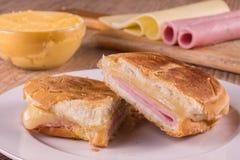 Горячий сандвич сыра Бразильянин Misto Quente Стоковое Фото