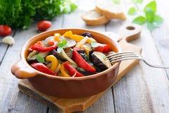 Горячий салат от зажаренных в духовке aubergines и сладостного перца Стоковое Изображение