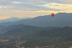Горячий старт воздушного шара в vieng vang Стоковые Фото