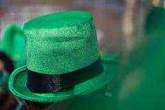 Горячий стиля Ирландского верхний несенный на день ` s St. Patrick в Дублине, Ирландии стоковая фотография rf