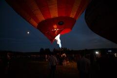 Горячий фестиваль в Pereslavl-Zalessky, летание воздушных шаров ночи Yaroslavl областное в 16-ое июля 2016 Стоковые Изображения