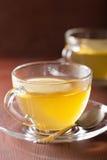 Горячий чай имбиря лимона в стеклянной чашке Стоковая Фотография RF