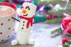 Горячий шоколад с расплавленным снеговиком Стоковое Изображение RF