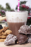 Горячий шоколад в чашке и печеньях Стоковое Фото