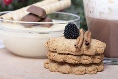 Горячий шоколад в чашке и печеньях Стоковое фото RF