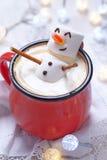 Горячий шоколад с расплавленным снеговиком Стоковая Фотография RF