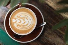 Горячий latte кофе с стилем пены тюльпана Стоковое фото RF