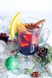 Горячим вино обдумыванное красным цветом изолированное на белой предпосылке Стоковые Фото