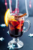 Горячим вино обдумыванное красным цветом на белой предпосылке Стоковое Изображение