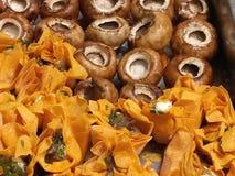 Горячим грибы и tartlets сыра сваренные succulent Стоковые Фотографии RF