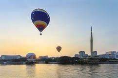2 горячих воздушного шара на воздухе Стоковые Изображения