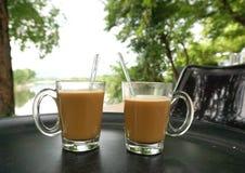 2 горячих стекла кофе на таблице Стоковые Фото