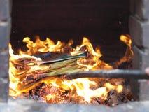 горящая бумага предложений Стоковая Фотография RF