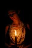 горящая девушка темноты свечки Стоковые Изображения RF