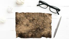 Горящая коричневая бумага и скомканная бумага Стоковая Фотография