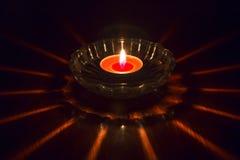 Горящая свеча в поддоннике Стоковая Фотография