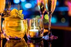 Горящая свеча в стеклянной чашке Стоковое Изображение