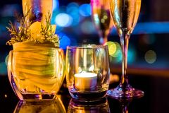 Горящая свеча в стеклянной чашке Стоковая Фотография