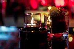 Горящая свеча в стеклянной чашке Стоковые Фотографии RF