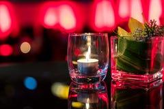 Горящая свеча в стеклянной чашке Стоковые Фото