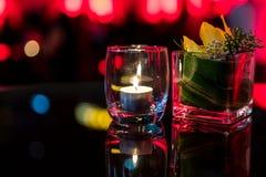 Горящая свеча в стеклянной чашке Стоковое фото RF