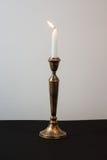Горящая свеча для Shabbat Стоковое фото RF