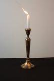 Горящая свеча для Shabbat Стоковые Изображения RF