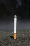 горящая сигарета Стоковое Фото