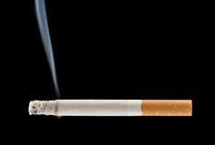 горящая сигарета Стоковая Фотография