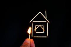 Горящая спичка inear модель дома Стоковое Фото
