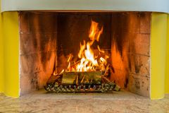 горящие журналы камина стоковое изображение rf